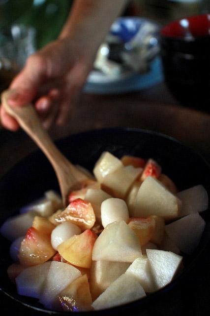 桃も完熟。自然の甘みは身体にいいね