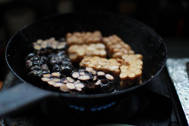 テンペこんがり焼いてます。香ばしい~