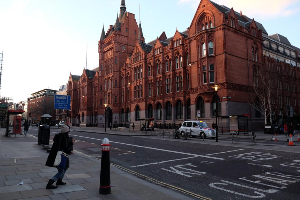 ロンドンの、何やら立派な建物にチャレンジ。