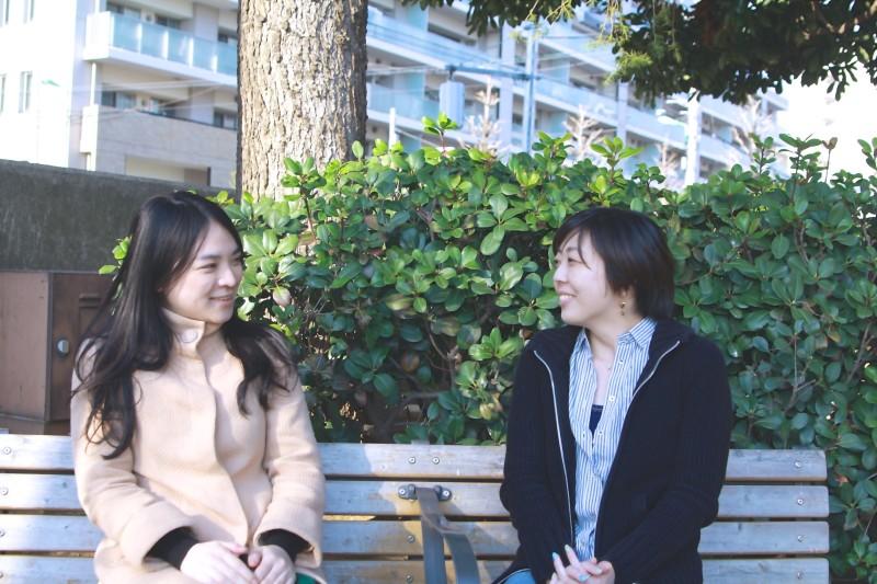 むらかみ(左)と小林圭子さん(右)