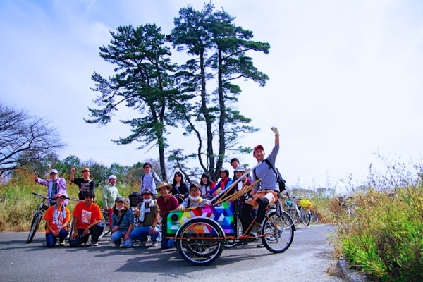 復興プロジェクトの仲間たちと。(仙台若林区 2011年夏)