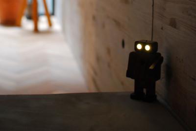 帰宅した人を優しくお迎えする、人感センサー内蔵のLED照明