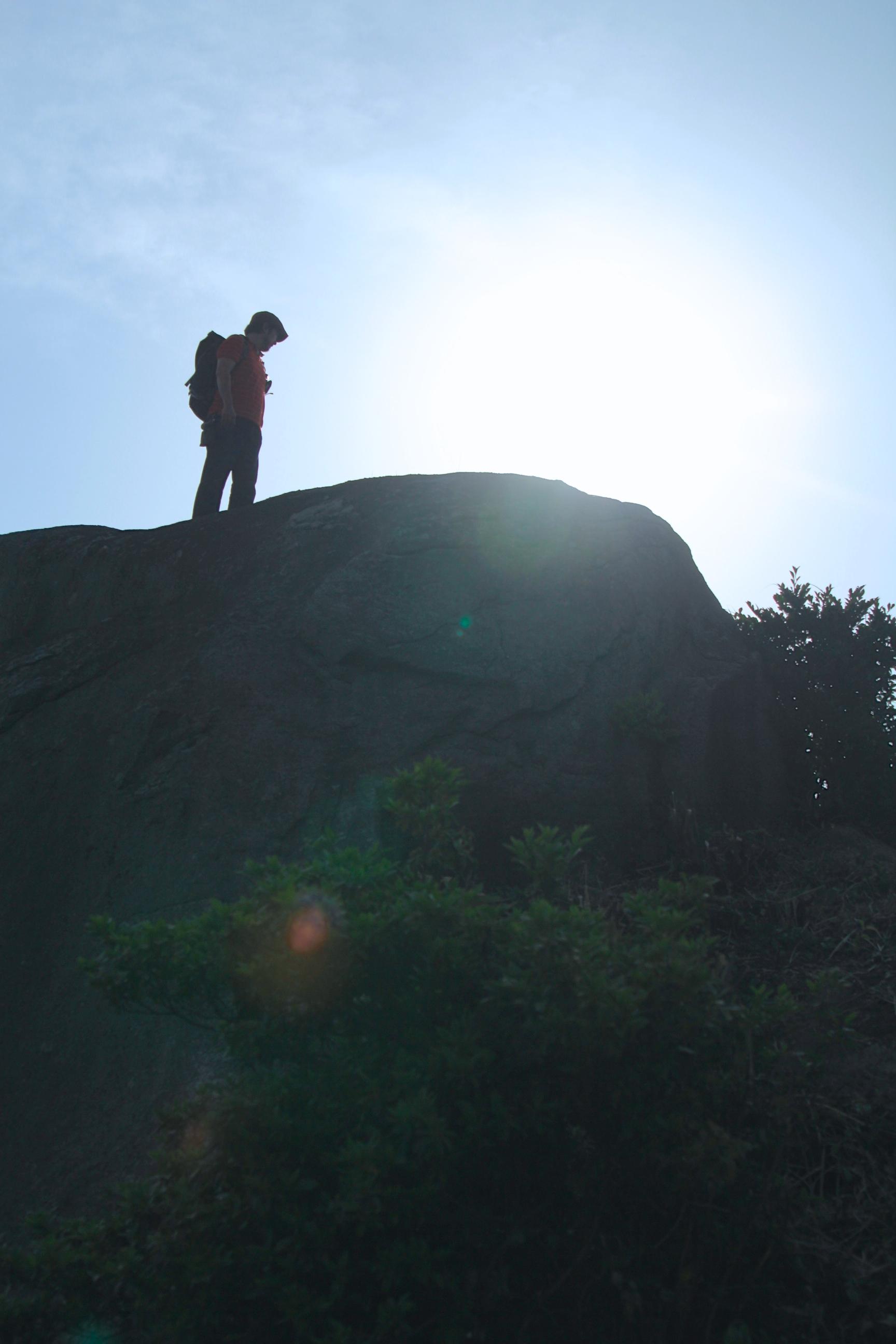 中村さんは?あ、いつの間に巨石の上に!