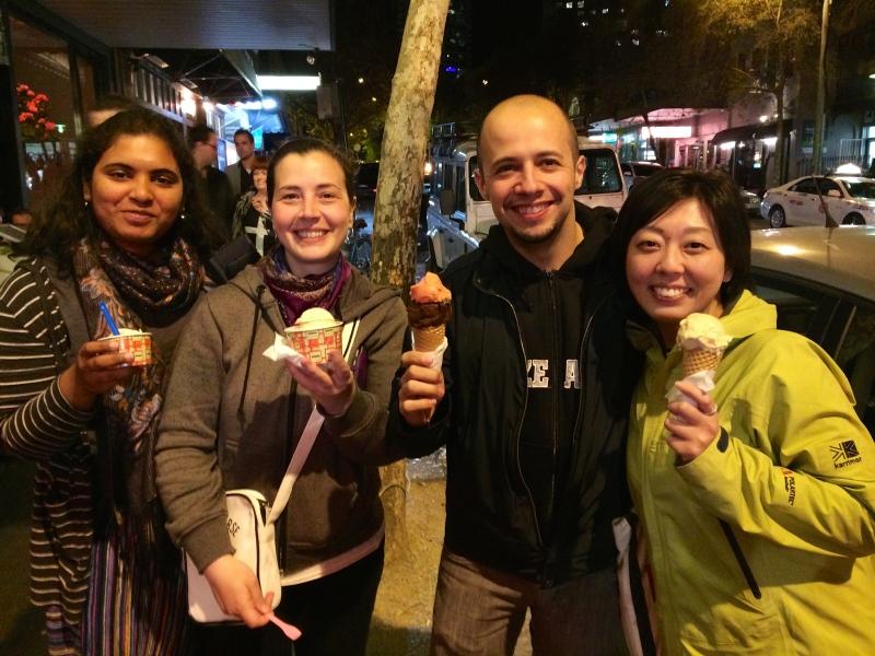 とシドニーで一番美味しいと話題のアイスクリームをぺろり(笑)
