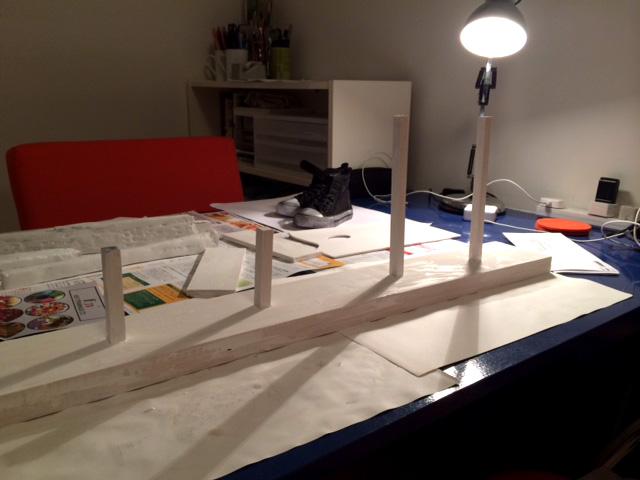 制作中の作品。都会と土と靴をテーマにしたオブジェ…の予定です。