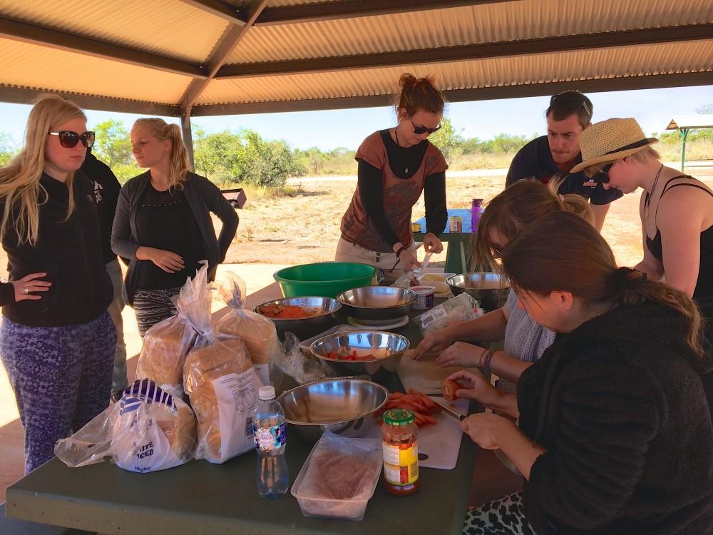 ランチの準備。ランチは毎日サンドイッチを自分たちで作って食べる。10日間同じような内容だったけれど、具沢山だったからか、意外に飽きなくてモリモリ食べていた