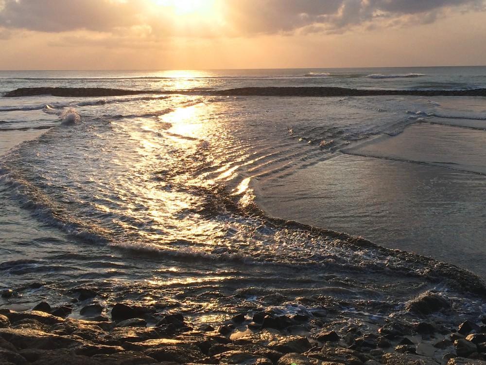 クタビーチのサンセット。波が交差している様子が、あまりに美しく圧巻だった。時間が経つのも忘れて、バリ人の友人と2人でボーッとして過ごした