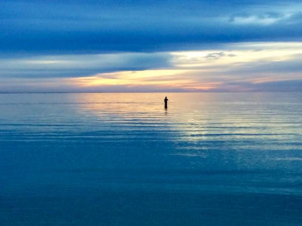 coral bay。遠浅の海に、ツアーメイトがかなり遠くまで入って行き、その姿が小さくなってしまった様子を砂浜から見ていて、すごく幻想的でキレイな反面、なんだか恐ろしくも感じた。