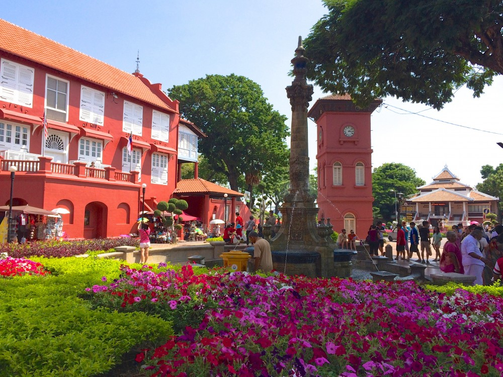 クロックタワー。マラッカは街そのものが世界遺産になっていて、さすがに美しい街並みだった。灼熱の太陽のもと、昼間も自転車で走り回った