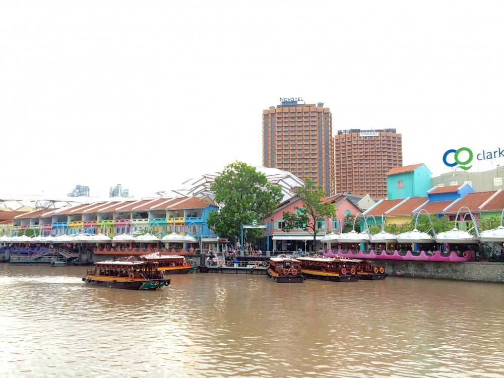 オシャレなレストランやバーがたくさん並んでいて、観光客だけでなく、シンガポール在住者にも人気のエリア。シンガポールで働く友人と食事を楽しんだ。