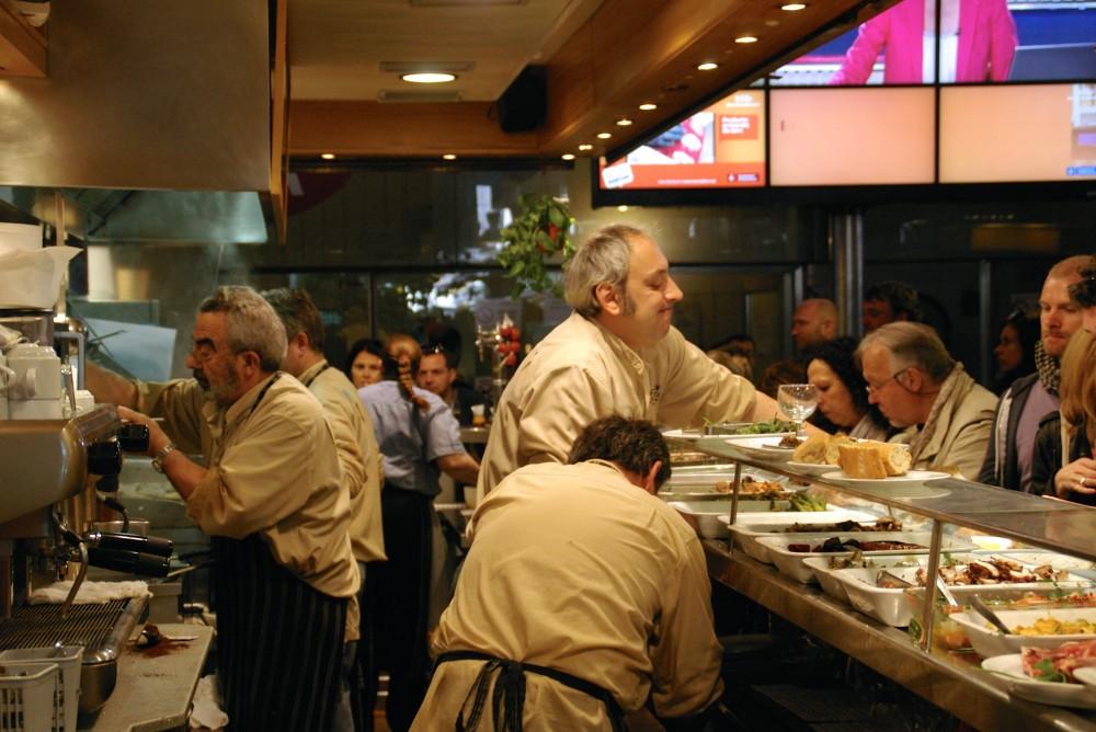 食に対して強いエネルギーを放つ印象的な街スペイン・バルセロナにて本人撮影