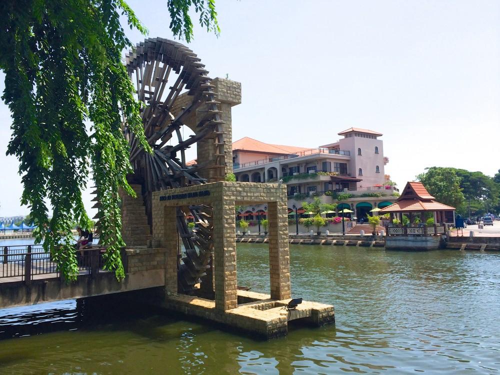 マラッカ川の水車。川辺を自転車で走るのがとても気持ちよく、マラッカの街の中で、一番好きな場所だった