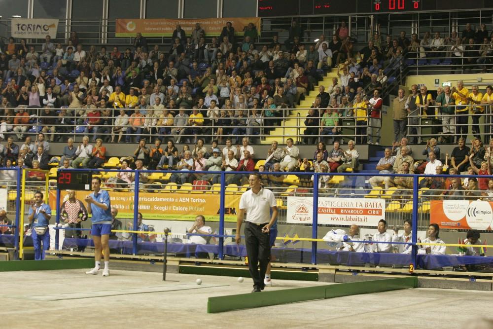 2005年トリノでの試合風景。平日夜にも関わらず、満員御礼だった