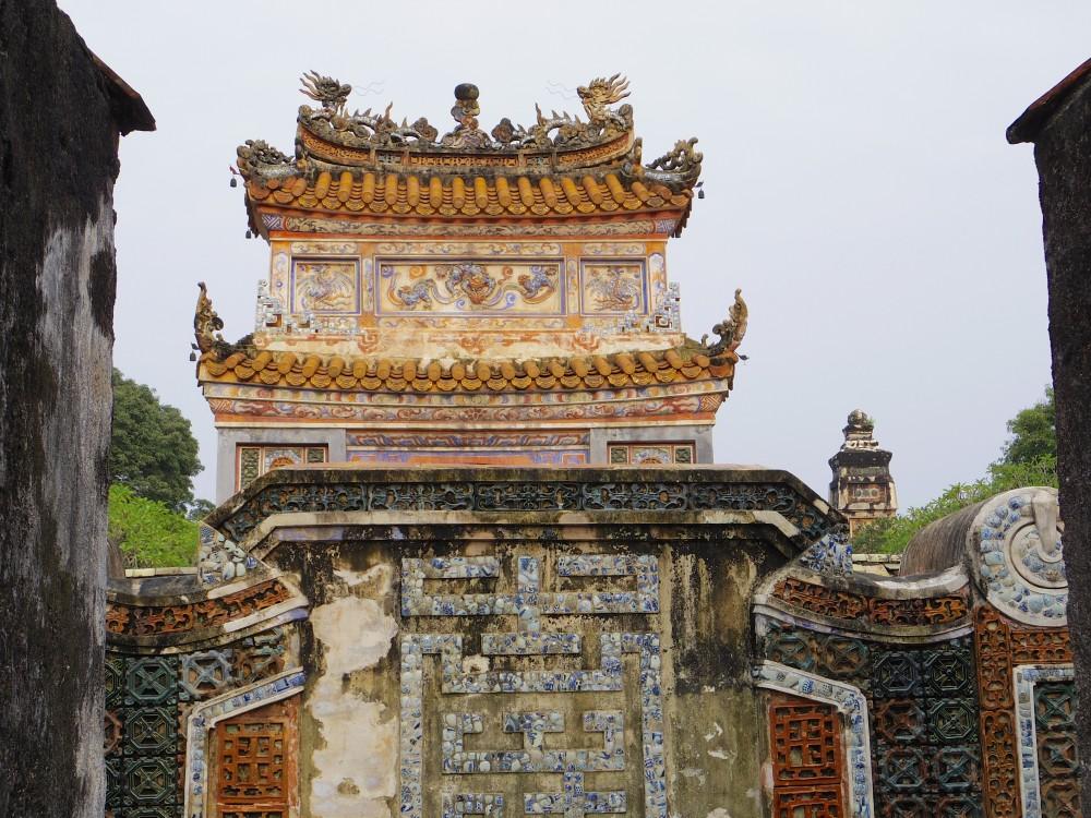 ドゥドゥック帝廟。王宮とは別に別荘地として造られたとされており、だだっ広い敷地に、いろんな種類の植物や野鳥などの自然を、心地良く感じられる場所