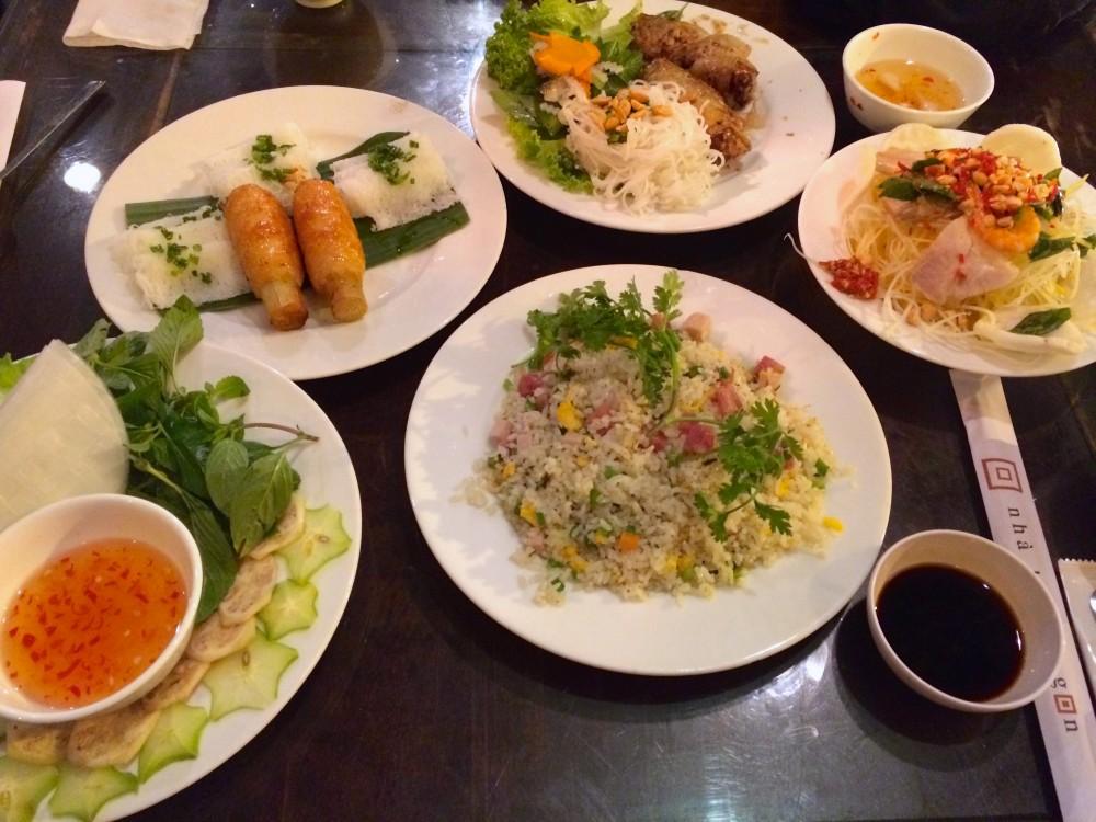 ベトナム料理。薄めの味付けの料理が多く、日本人の口にもよく合う。ホーチミンで友人と再会したときはちょっと奮発して素敵なレストランへ