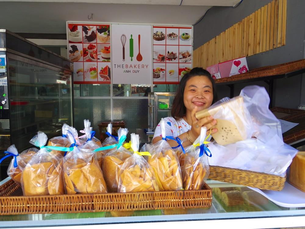 パン屋のお姉さん。ベトナム語が話せない私に、頑張っていろいろ説明してくれた。ほぼ理解できなかったけれど、その優しさに感動