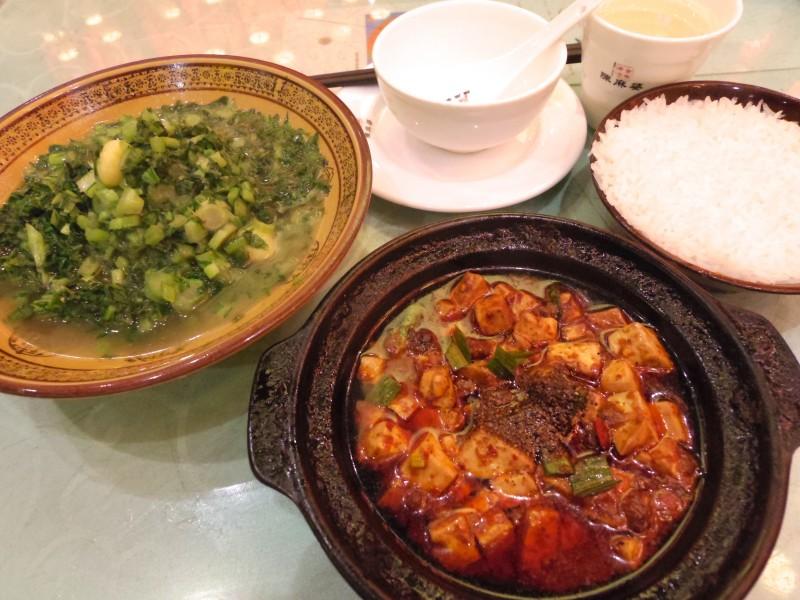 陳麻婆豆腐。麻婆豆腐は四川省発祥で、このお店の元となった陳ばあさんが作ったものが世界で初めてだと言われている。めっちゃ辛くてごはんが進む、進む…