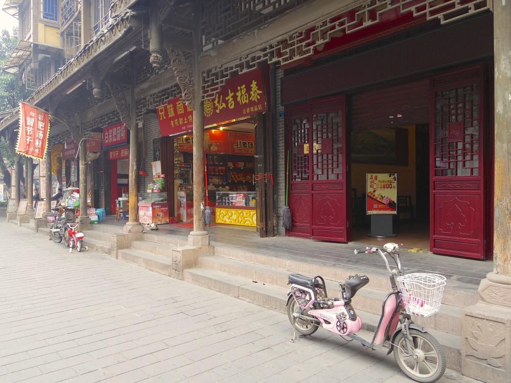 成都の古い街並み。派手さはないけれど、歴史のある感じがとても赴き深く、庶民的な佇まいも好印象だった