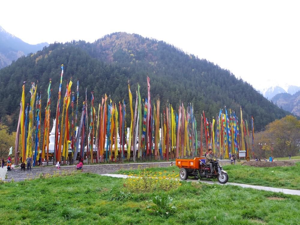 九寨溝の中でところどころ目にした。旅の中で、チベットは行けなかったので、ここで雰囲気だけでも味わえて嬉しかった