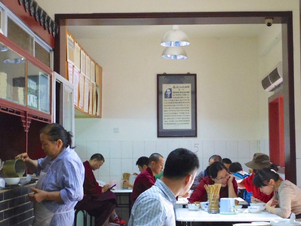 大衆食堂。成都の宿で教えてもらった担々麺が美味しいお店。確かに美味しくて(しかも安い)、お客さんの9割以上が担々麺を食べていた