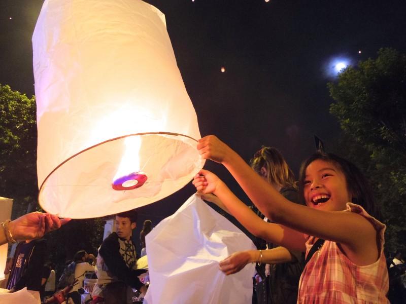 地元の子ども。お母さんと参加していたタイ人の女の子。満面の笑みがかわいすぎる