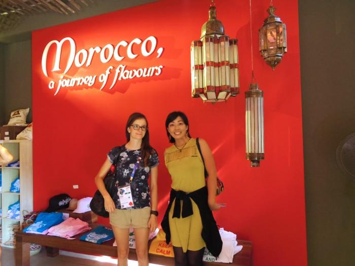 モロッコパビリオンにて。ひとつめに入ったのはモロッコ! 色鮮やかで美しいパビリオンだった