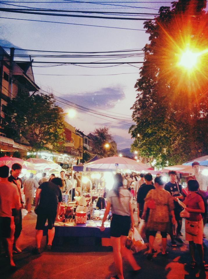 にぎわうチェンマイの夜市