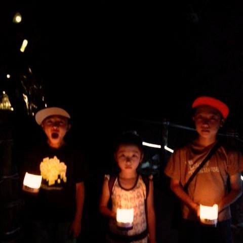 ビビる右2人を引きつれ、江の島岩屋の闇を体験