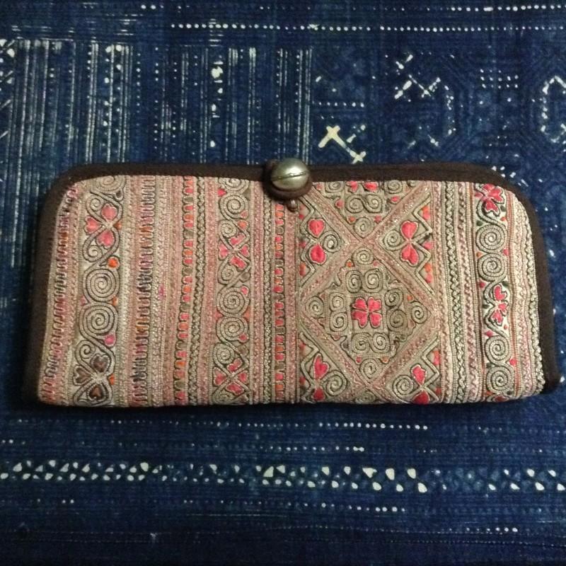 繊細で美しい伝統の刺繍が施された作品