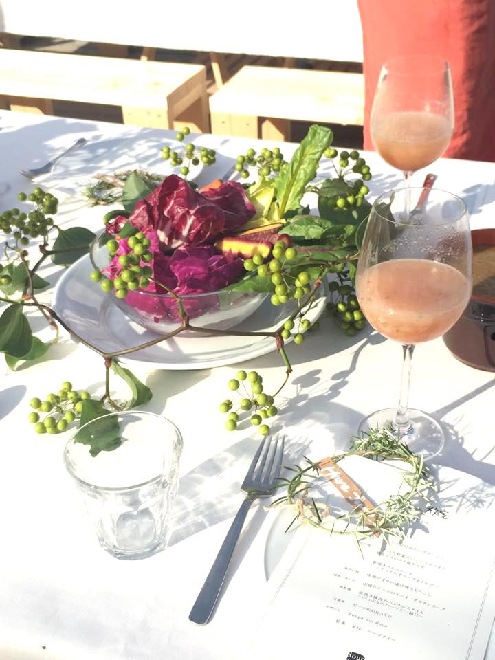 優しい桃色の「山梨桃のベリーニ」で乾杯。