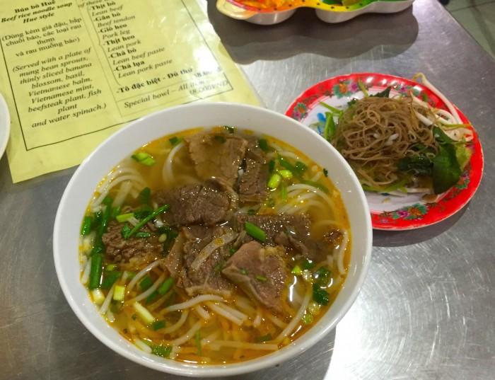 「Bun Bo Hue」ブン(ライスヌードル)が入った牛肉入りの麺。スープはピリ辛なので、辛いもの好きな人におすすめ
