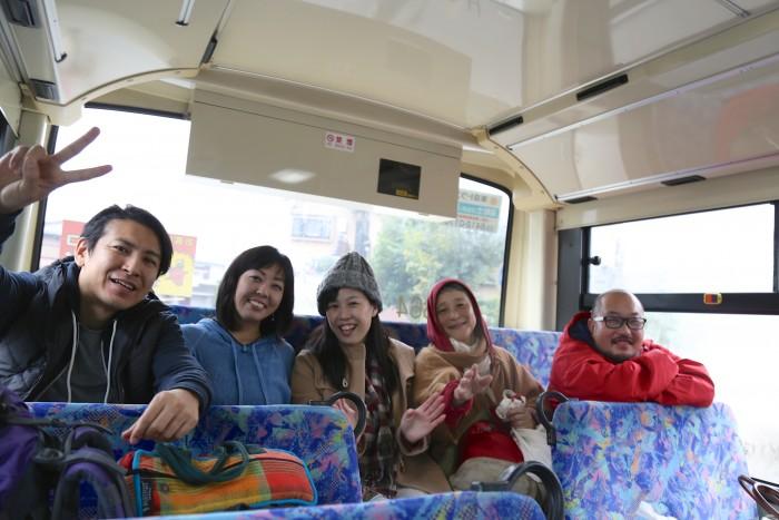 日吉駅で合流し、みんなでバスでCHIKO HOUSEに向かいます