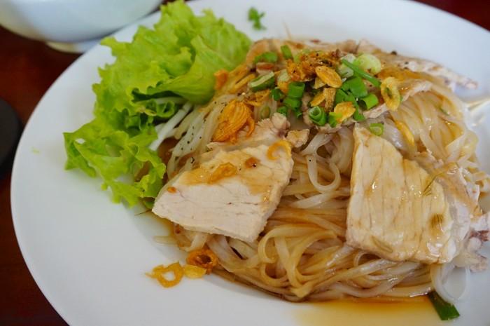 フォーと同じ米麺のフーティウ。フォーより若干細麺でコシも少しだけあります。ホーチミンではよく見かける麺