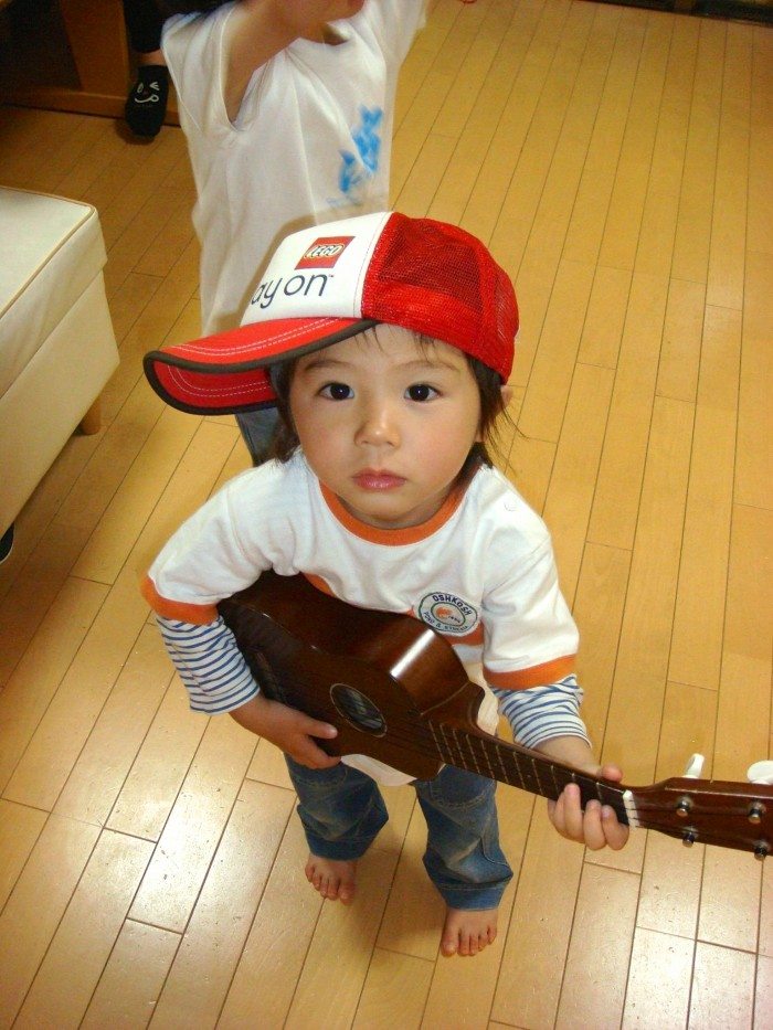 ギターが大きすぎるのでウクレレで