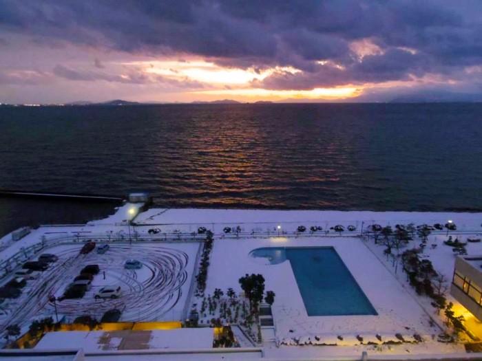 琵琶湖。ホテルの部屋から臨む景色。夕日が琵琶湖に沈んでいく様が美しかった