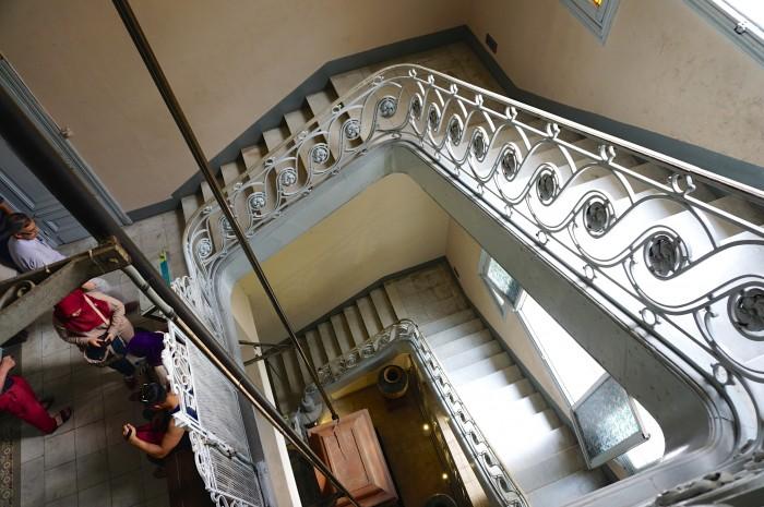 ヨーロッパの建築様式の建物内では、らせん階段もよく見かけます