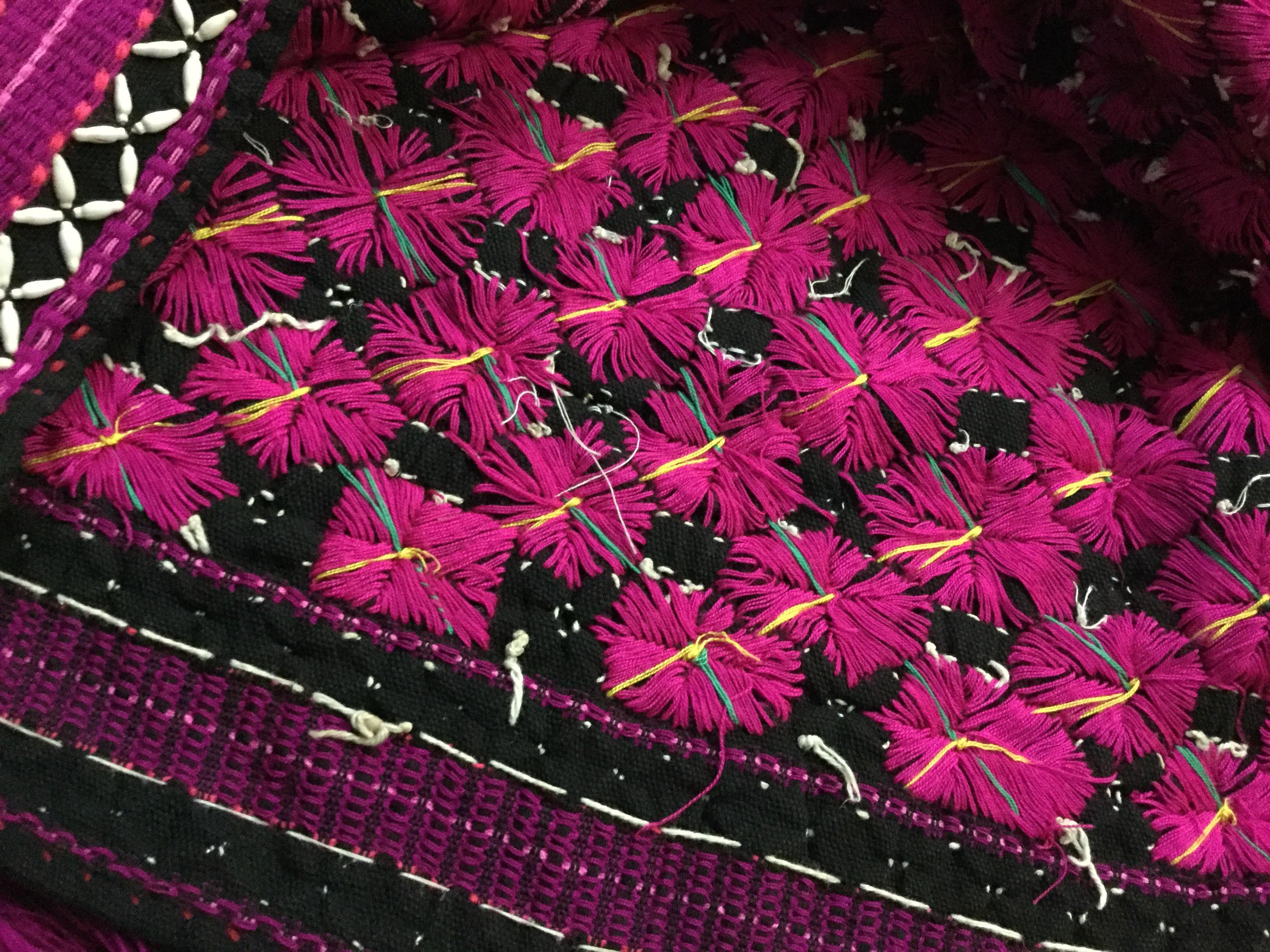 織り柄の裏面