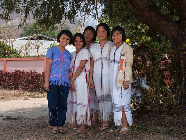 640px-2010_Karen_girls_Khun_Yuam_district