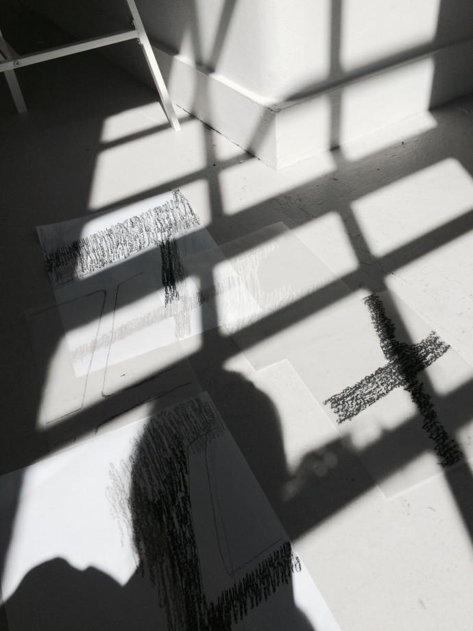 こちらも「音」のワークショップで。この時はなぜか「影」に着目して、移り変わる影をトレースしたスケッチを数点描きました。