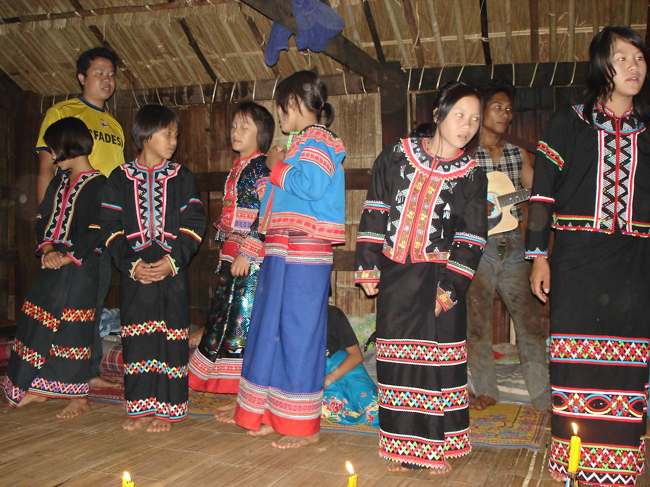 https://commons.wikimedia.org/wiki/File:Lahu_girls.jpg#/media/File:Lahu_girls.jpg