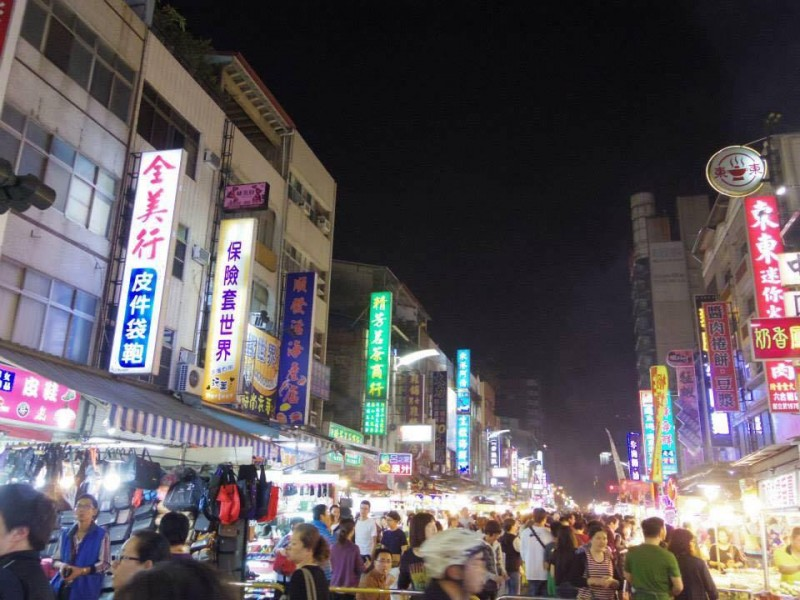 「夜市」台湾の夜市はどこも大賑わい。日本のお祭りっぽい雰囲気と似ている気がして結構好き