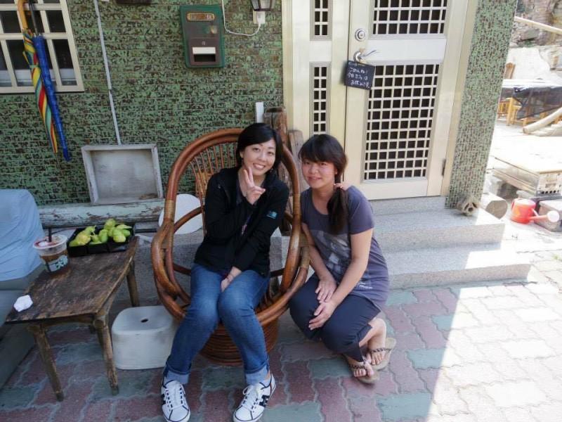 「台南のゲストハウスにて」とても面倒見の良い台湾人ママさんと記念に一枚