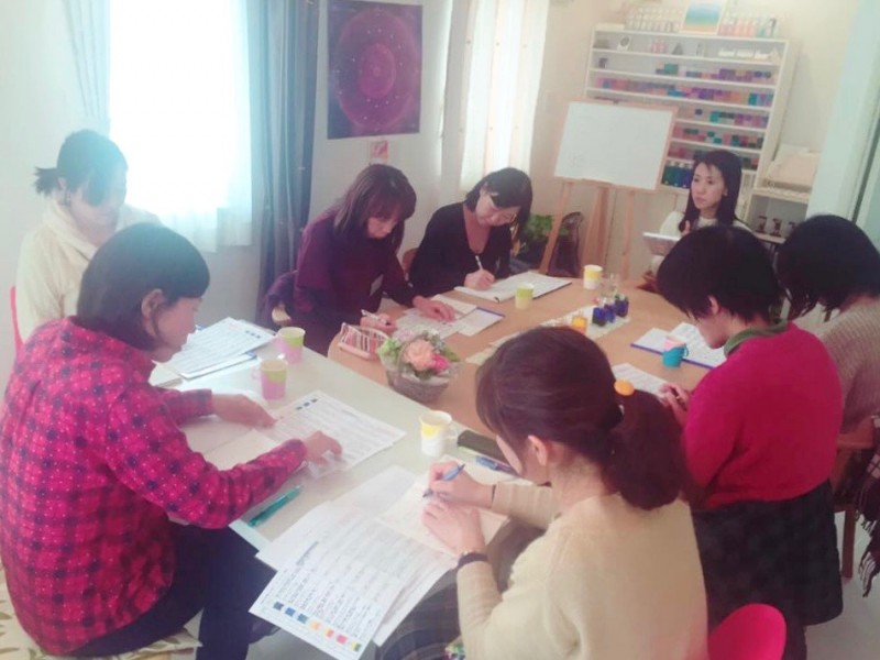 ワークショップやコースも開催。生徒さんと一緒にともに学ぶ。