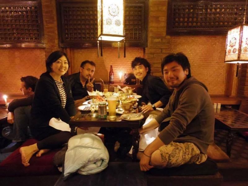 33歳の誕生日。カトマンズの宿で一緒だった日本人の友人と宿のオーナーにお祝いしてもらった