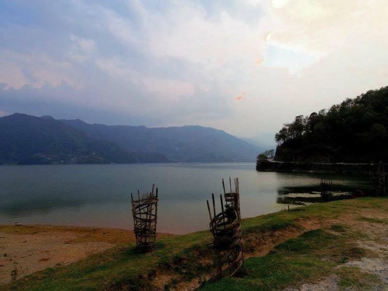 ポカラの中心にある湖。何時間でも見ていられる素晴らしい景色。湖畔を散歩するのが好きだった