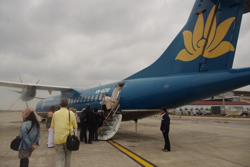 以前ラオスに行ったときは『ベトナム航空』の周遊を利用しました。移動距離が近いので、機体はプロペラ機。眼下に広がる景色がよく見えて、楽しい移動でした!