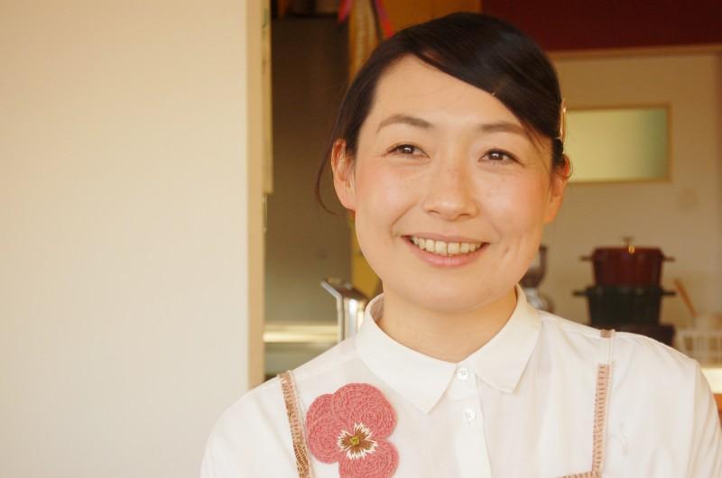お会いした瞬間に包まれるハッピーオーラ。楽しくして幸せそうなwatoさんの笑顔や居心地の良さ、楽しそうに料理するその姿が自然とたくさんの人を引き寄せるのかもしれない
