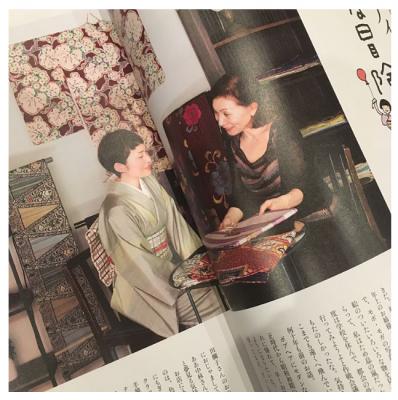 雑誌「七緒」にて。右がLUNCO先生。特集「アンティークの冒険」でモデルさんに合う着物を見繕っている一幕です。