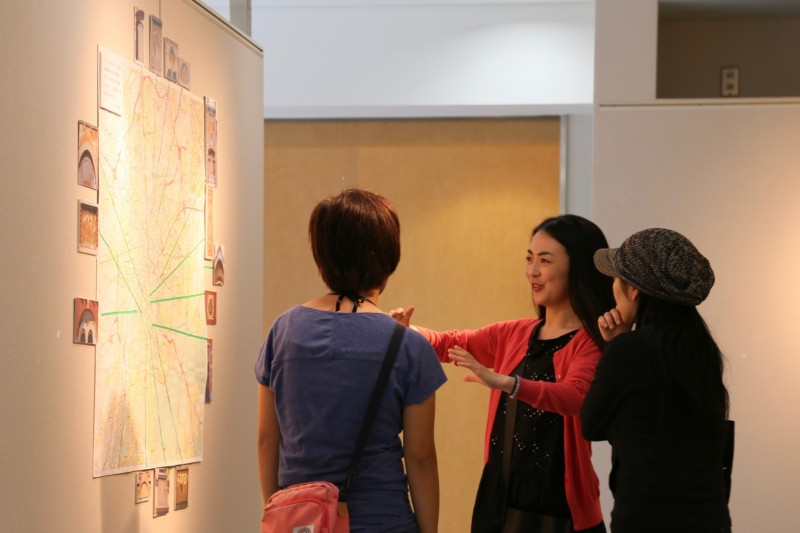 ベルギーで購入したブリュッセルの地図。展示用にこれまで自分が歩いた道を色づけしてみました。その距離360km以上(東京-滋賀間の距離以上)。ズグラフィート装飾見たさにブリュッセルを私以上に歩き回った人はいないのではないか。そう思わせてくれた地図。