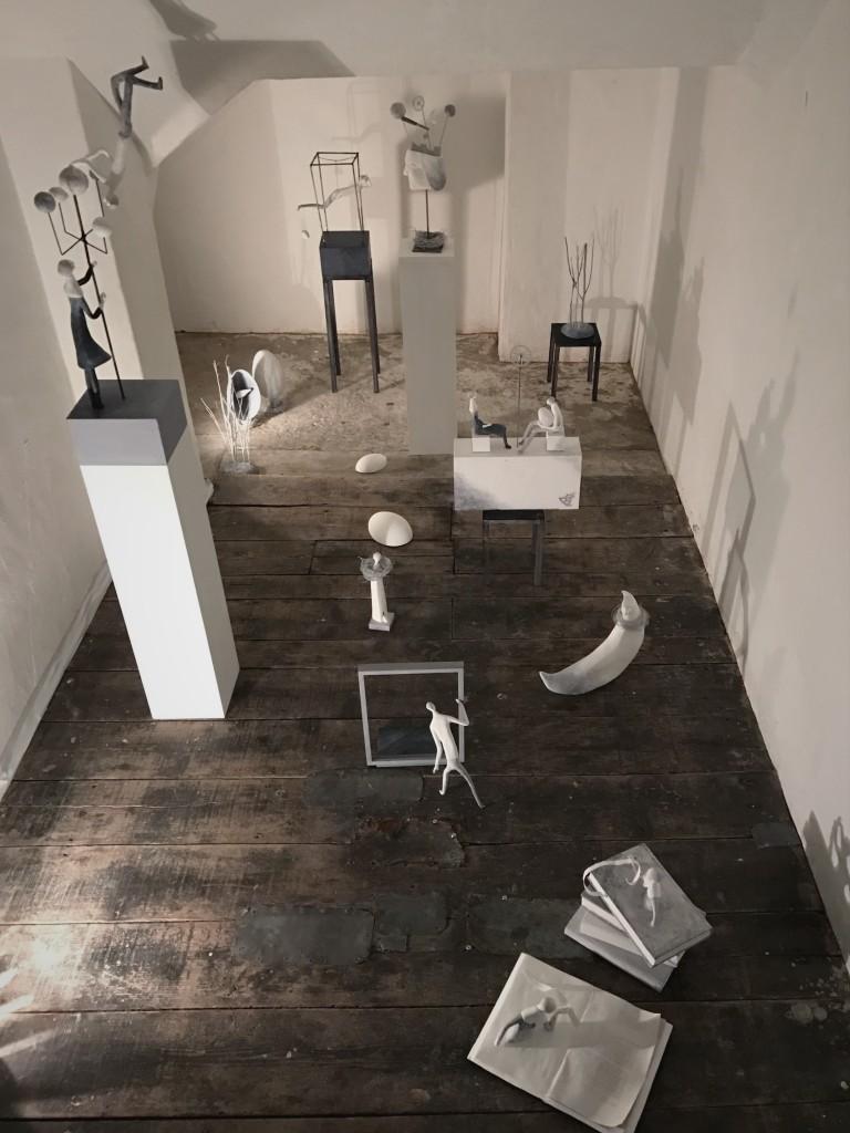 2017年の小品展「コペルニクスの箱庭」の様子。小さな空間の中で、自分の物語の世界を表現しました。